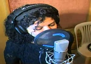 singer record a song